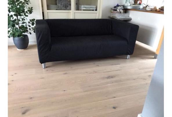 zwarte IKEA bank, ruime 2-zitter,wasbare stof - bank3.jpeg