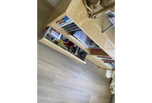 Tv meubel met 2 lades en glazen platen op de planken - 99DF8B44-0B9D-456B-8688-32AEE16BF382