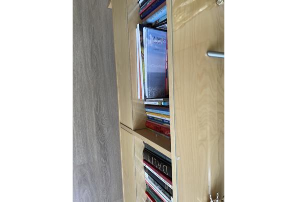Tv meubel met 2 lades en glazen platen op de planken - AD6633F1-02BE-4659-A5ED-97D3F3489CF6
