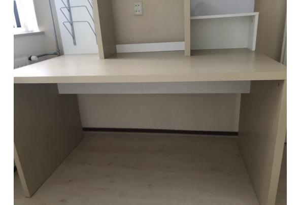 Bureau met extra opbergruimte  - 96C17684-8A91-4CAB-9EA5-C641195AB550