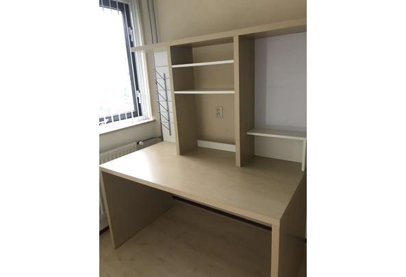 Bureau met extra opbergruimte  - CCB1B4C9-90CE-4F2C-9507-92D7FDB0C5E7