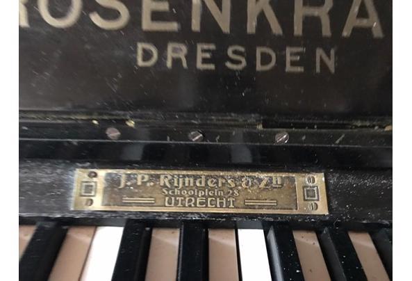 Beetje vals, maar verder nog prima piano. Heeft mij jaren goede dienst bewezen - 8DA64BD8-DEFF-4856-8EA9-76EAD83B7C4F.jpeg