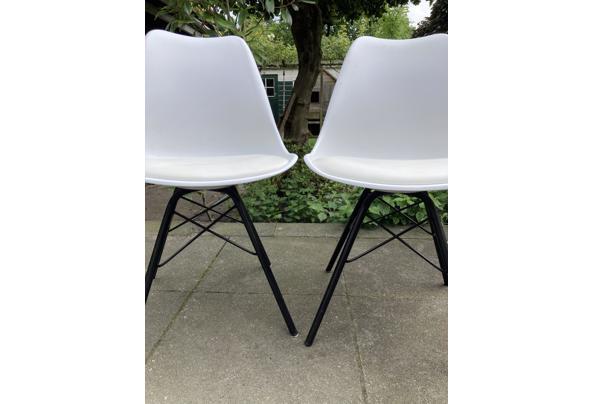 Diverse stoelen wit - 0AEC30F1-A3A1-4327-9A30-955A42B7FFB2