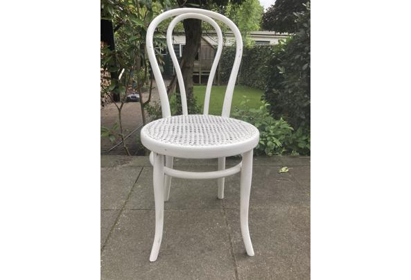 Diverse stoelen wit - 2F3D0C43-AB5E-4324-9687-53A6D617E060