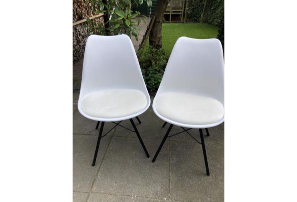 Diverse stoelen wit - 9AABA8E8-3940-4A1B-9C09-CBE11F95B692