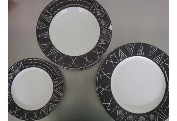 Bordenset met zwart-wit patroon - P2250055.JPG