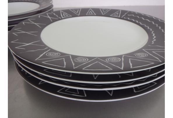Bordenset met zwart-wit patroon - P2250056.JPG