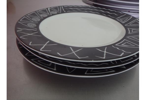 Bordenset met zwart-wit patroon - P2250057.JPG