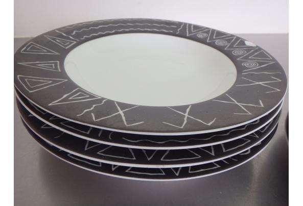Bordenset met zwart-wit patroon - P2250058.JPG