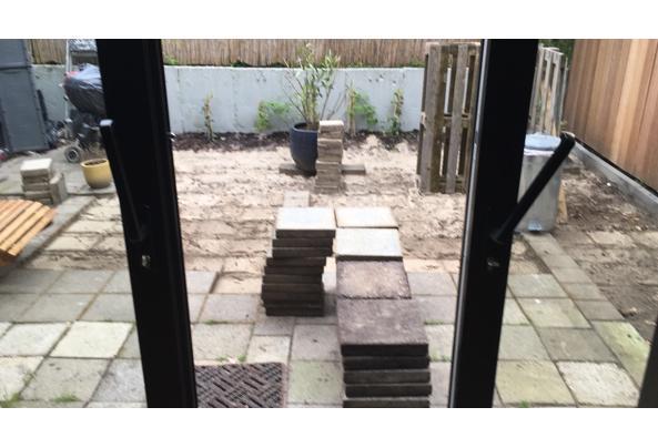30 x 30 beton tegels, circa 100 stuks - 48FC4531-F668-4180-8AE6-7097D908C38A