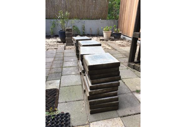 30 x 30 beton tegels, circa 100 stuks - 7C39C171-A082-4943-9079-129354D09780