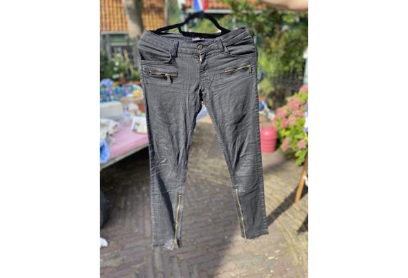 Verschillende kledingstukken maat S/36 - C44C09CA-F545-4563-AEAF-DA6A67224EF8