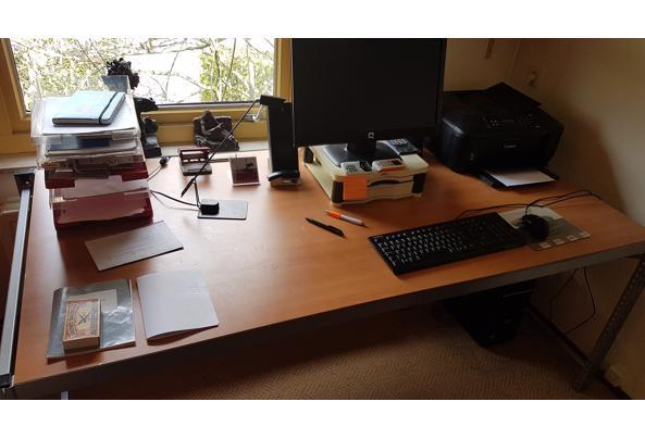 Bureaus voor thuiswerk en of ovalen vergadertafel - 20210409_120628