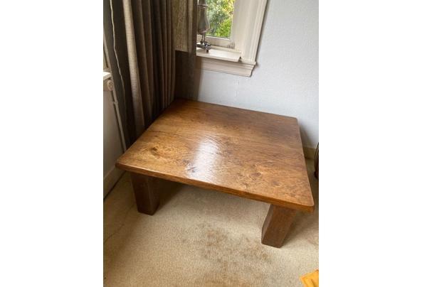 Dressoir hout - Eiken-houten-tafel---bijna-vierkant-1