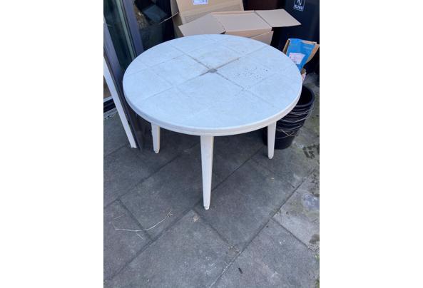 Witte plastic tuintafel - E59B4DF1-A2D6-48CA-A046-74A49DC4DDD5