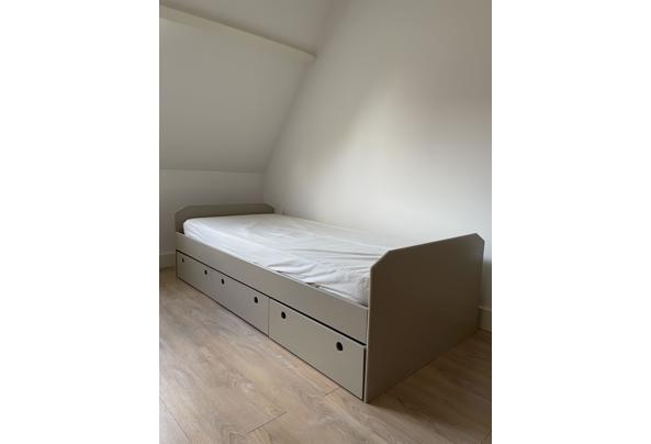 Stevig eenpersoons bed inclusief matras - A193B517-5DCA-4B51-B751-B5149930066C.jpeg