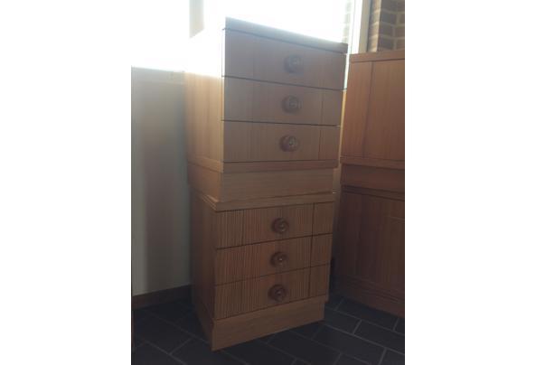 2 houten kastjes met laden - 07ED4C2C-4F00-45C8-A7F7-CBDAD82A0AEE