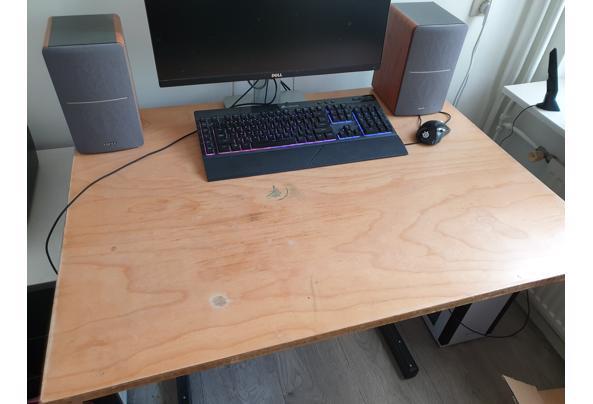 Oude stevige goedfunctionerende tekentafel - 20210526_162015