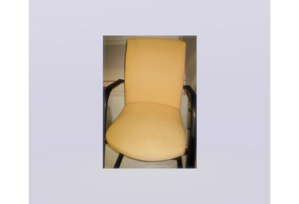 twee stoelen geel en zwart gratis  - stoelen_637481488378929084