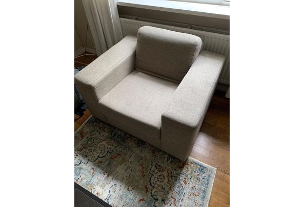 Mooie beige stoel.  - 1976029D-F73C-49C4-8D4A-9A246910283A