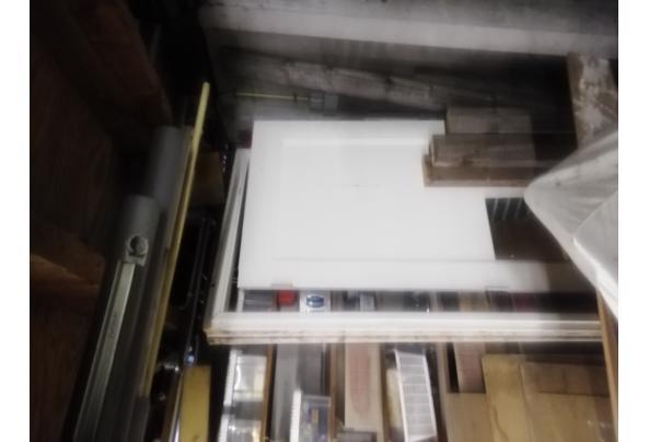 stapel oud hollandse dakpannen en 2 deuren - IMG_20210308_161531_637512759452614030