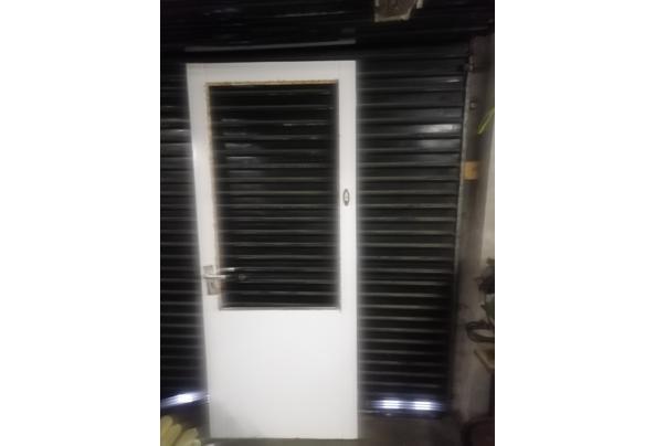 stapel oud hollandse dakpannen en 2 deuren - IMG_20210308_161540_637512759944521099