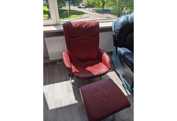 Rode stoel met voetenbank - PXL_20210528_110246116