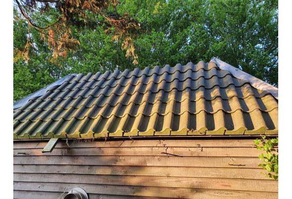 ongeveer 300+ dakpannen van een te slopen schuur - Dakpan2