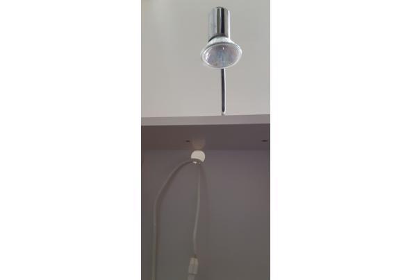 kastje met spiegel, stopcontact en halogeen-lampje - 20210405_102140