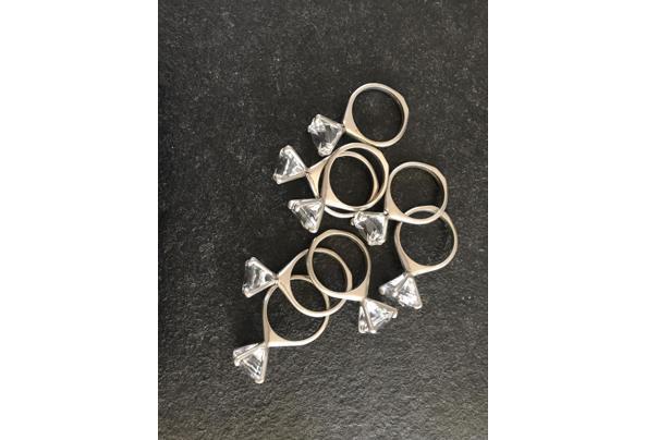 Servetringen met glazen diamanten - 6B37AAA4-2AA5-482D-AA35-66B2815C67C2