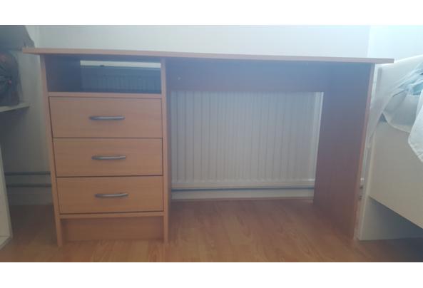 Licht klein bureau met 3 laadjes - 20210908_091258