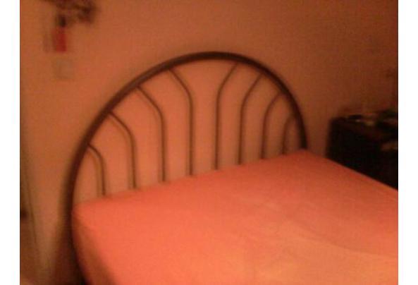 metalen bed antraciet rond model 5 jaar oud - bed1
