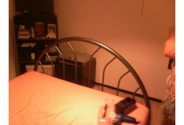 metalen bed antraciet rond model 5 jaar oud - bed2