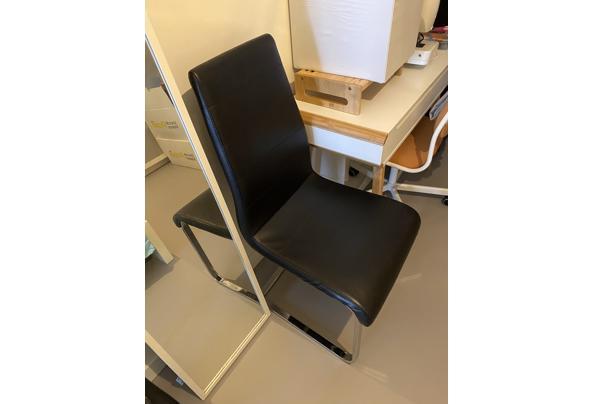"""2 zwarte stoelen (zilveren poten, zwart """"leer"""" )  - IMG_4198"""
