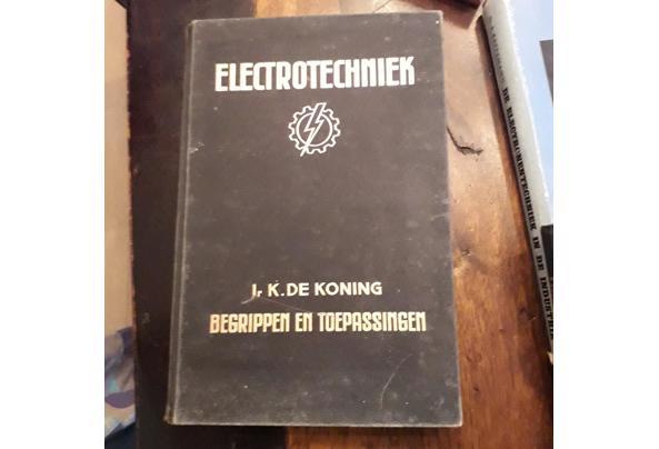 Oude leerboeken electronica/electra/luchtvaart etc - Image00002_637477957151744051