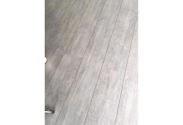 grijs laminaat incl ondervloer  - image
