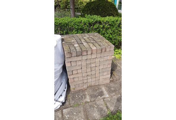 2 kuub stenen voor aanleg tuinpad ed - 20210519_153954