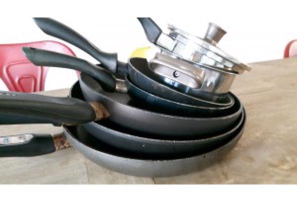 stapel koekenpannen + wok + grillpan - pannen_kl-300x169