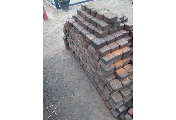 Sierbestrating  circa 12m2 koppelstones en 1,5m2 klinkers - Stenen-2