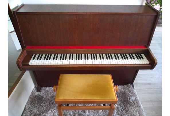 Piano met verstelbaar pianobankje - Forster-piano-2