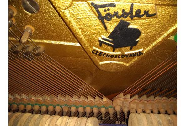 Piano met verstelbaar pianobankje - Forster-piano-3