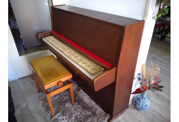 Piano met verstelbaar pianobankje - Forster