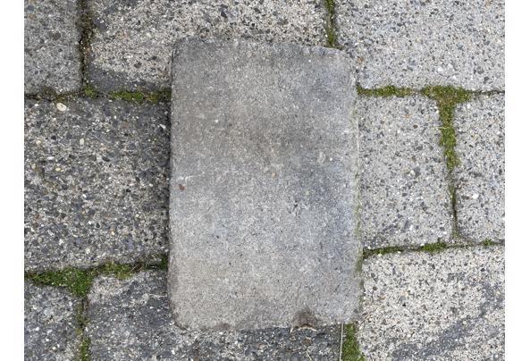 Gratis af te halen: 70 M2 Abbey Stones grijs/zwart 30X20X6  - IMG_5194_637617864154952481