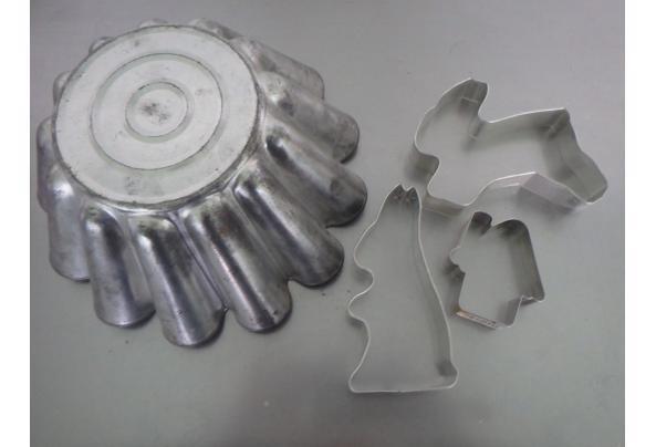 oude bakvorm en 3 koelstekers metaal - P2260126.JPG