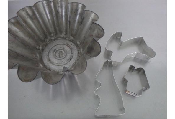 oude bakvorm en 3 koelstekers metaal - P2260127.JPG