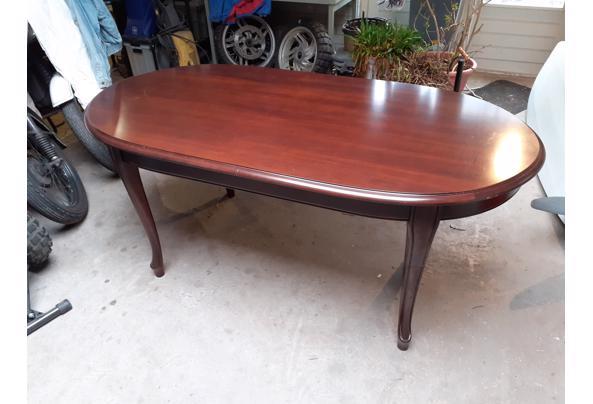 Mooie ovale houten salontafel met sierpoten - 2021-03-13-11-34-46