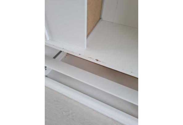 Witte kast met glazen deuren - 16120171884066805685521793341587