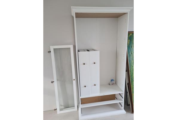 Witte kast met glazen deuren - 20210130_131917