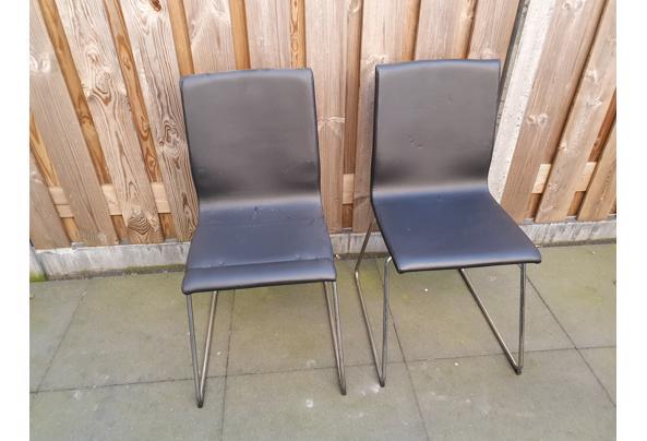 2 zwarte stoelen  - 20210302_081732