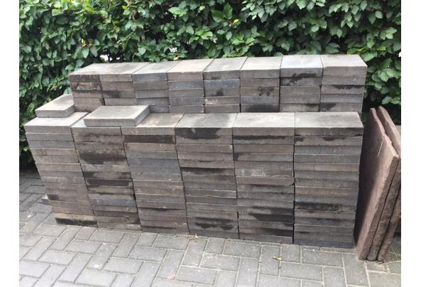 260Naturo betonstenene Zwart 20x30x5 cm+ antraciet betonband - teg